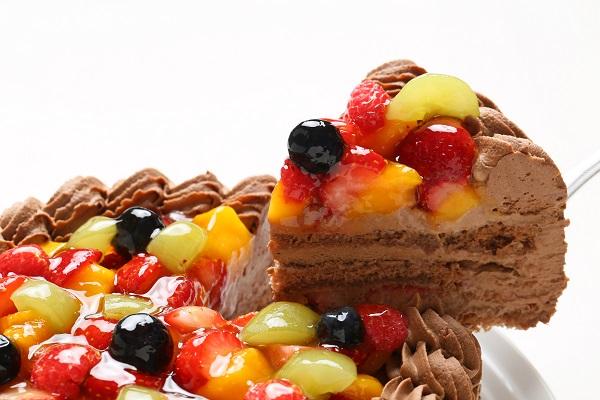 チョコ生クリームフルーツデコレーションケーキ6号(18cm)【バースデーケーキ 誕生日ケーキ デコ バースデー】の画像3枚目