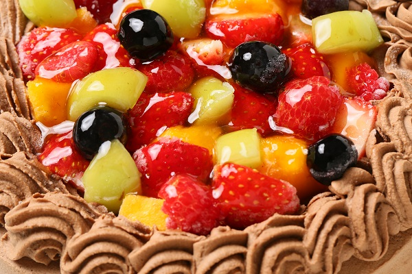 チョコ生クリームフルーツデコレーションケーキ6号(18cm)【バースデーケーキ 誕生日ケーキ デコ バースデー】の画像6枚目