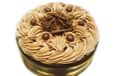 チョコ生クリームで甘党さんも満足な誕生日ケーキ!