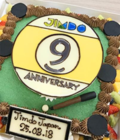 祝・サービス9周年!想いを込めたノベルティをケーキで再現!