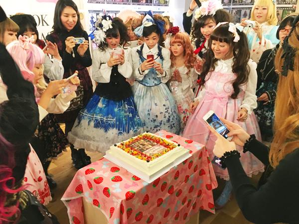 朝日新聞社メディアラボ様】出版記念パーティーで写真ケーキ! | Cake.jp