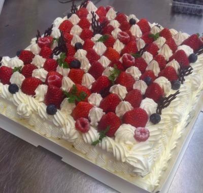 【群馬県前橋市・高崎市近辺 限定配送】【送料無料】パーティー用大型ケーキ