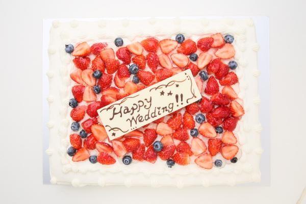 イチゴたっぷりパーティデコレーションケーキ 30×30cm の画像2枚目
