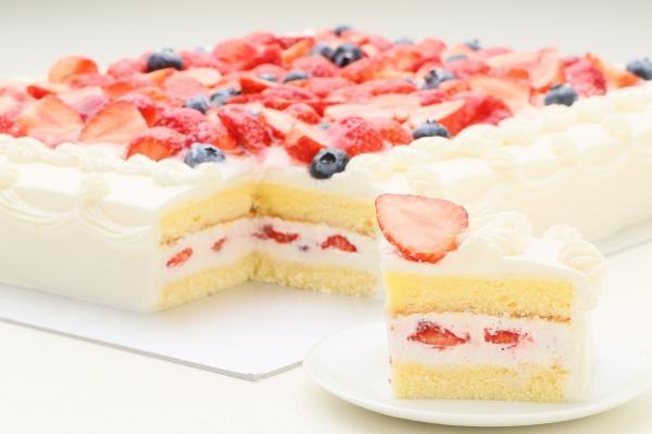 イチゴたっぷりパーティデコレーションケーキ 30×30cm の画像4枚目