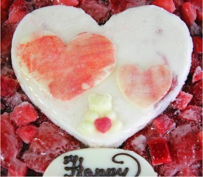 ハートが可愛い♪ フローズンいちごの生乳アイスクリームケーキ6号 18cmの画像3枚目