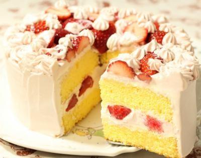 とことこでかぐまいちごクリームデコレーションケーキ  6号の画像2枚目