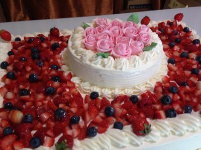 【東京 横浜市、みなとみらい近辺配送】【送料無料】【パーティ用 ウエディング用ケーキの生ケーキを宅配】【38x55cm】スペシャルな日の薔薇ケーキ(2段)の画像2枚目