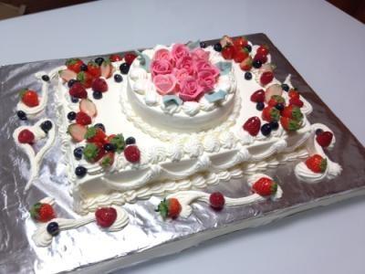 東京 横浜市、みなとみらい近辺配送 薔薇ケーキ2段 20×28cmの画像2枚目