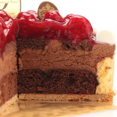 最高級洋菓子 ヴァルトベーレ木苺チョコレートケーキ15cm プレートセットの画像2枚目