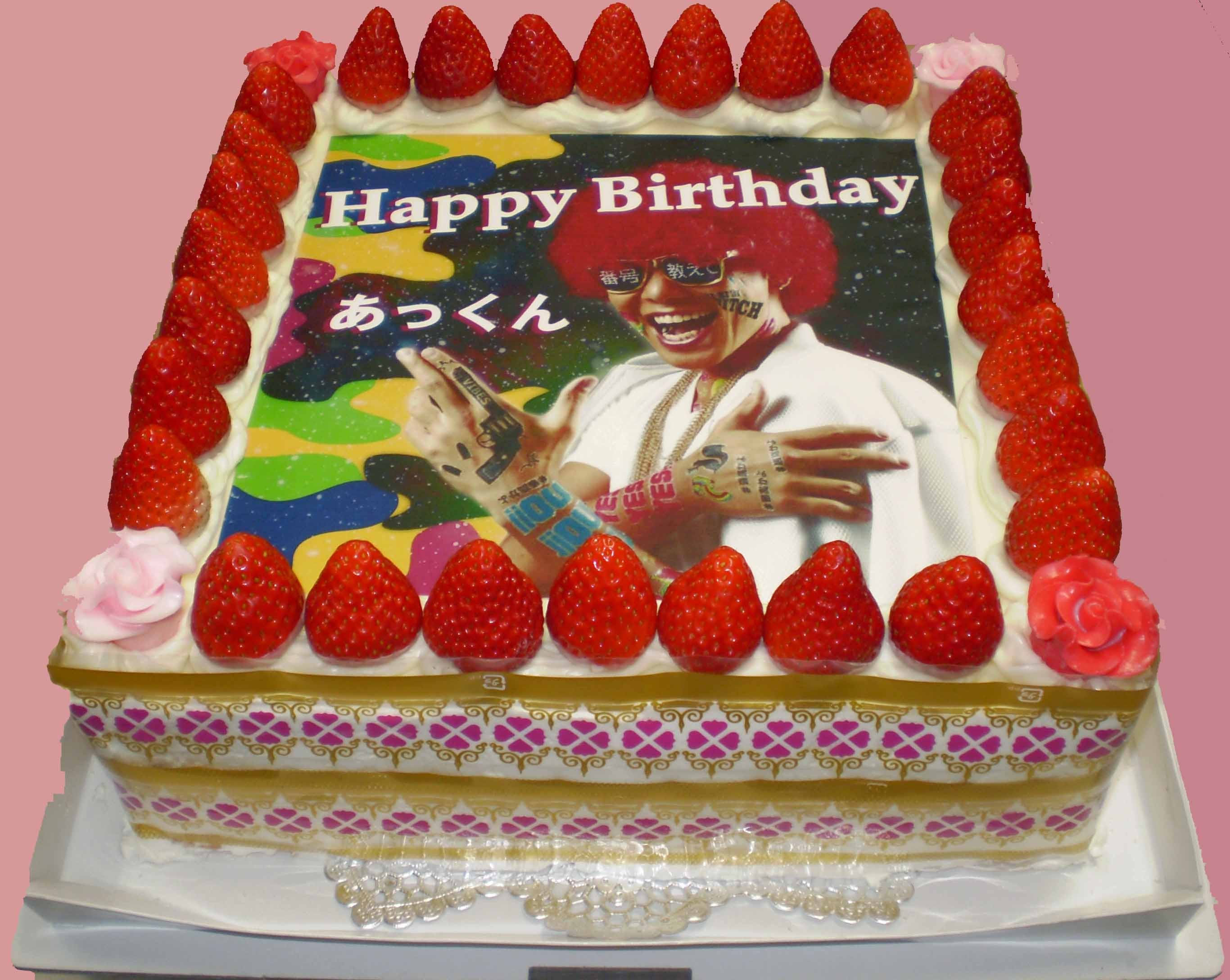 冷蔵配送! パーティー用中型写真ケーキ・デラックス−30人〜36人用の大型写真ケーキです−イチゴサンド仕上げの画像1枚目