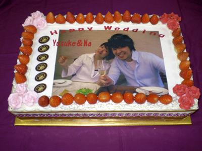 冷蔵配送! パーティー用大型写真ケーキ・デラックス−50人〜60人用の大型写真ケーキです−イチゴサンド仕上げ