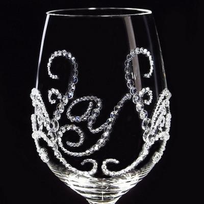 白ワイングラス ティアラ&イニシャル 筆記体   結婚祝い・誕生日プレゼント・デコグラスの画像2枚目