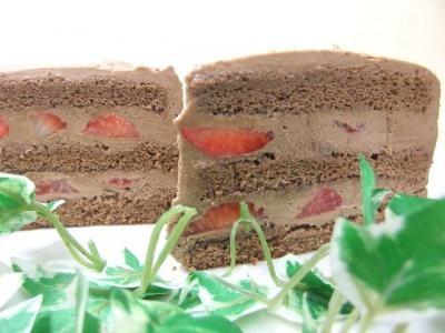 魔法つかいプリキュア!5号キャラデコケーキ(チョコ生クリーム苺デコ)/苺2段サンド/高級カカオ使用の画像2枚目