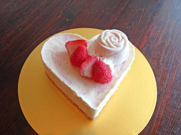 ハートのいちごレアチーズケーキ 4号 12cm