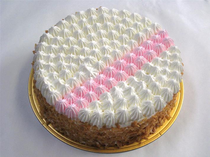 ピンクのラインがかわいい 生クリームデコレーション 5号 15cm モンサンミッシェル Cake Jp