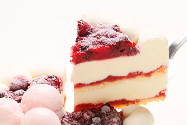 ストロベリーアイスケーキ ミックスベリージャムといちごミルクジェラート添え 4.5号 直径約15cm×高さ約5.5cmの画像3枚目