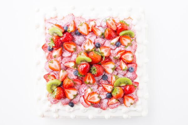 フレッシュキウイが香る イチゴ&キウイスクエアデコレーション 30×30cmの画像4枚目