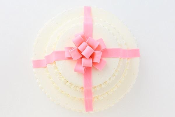 リボンカラーが選べる丸型 プレゼントボックスケーキ 3段 10号×7号×5号の画像4枚目