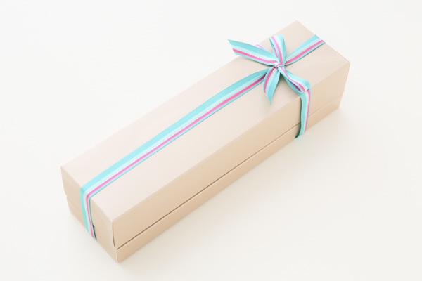 ホワイトデー 木苺ジュレとレアチーズのスクエアケーキ 長さ21cmの画像7枚目