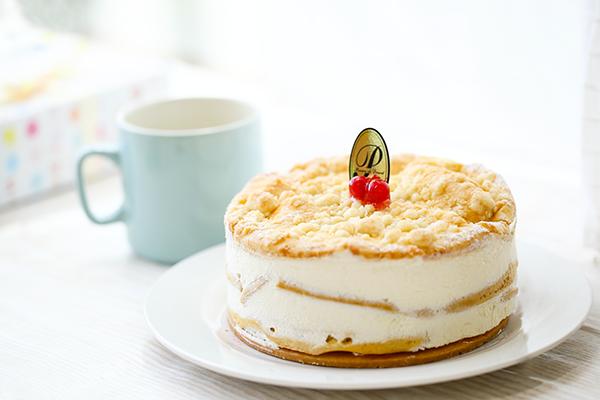 最高級洋菓子 フロッケンザーネトルテ 自家製赤すぐりジャムのショートケーキ 15cmの画像1枚目