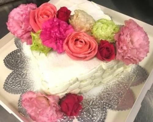 首都圏限定配送 送料無料 結婚式や二次会、大型パーティーに! 生花を使ったフラワーケーキ1段 正50×50 長44×56 100人前