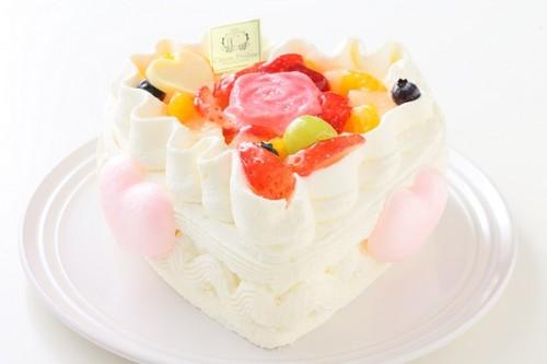 無添加ヨーグルトクリームのファーストバースデー 国産フルーツケーキ・ハート型 4号 12cm