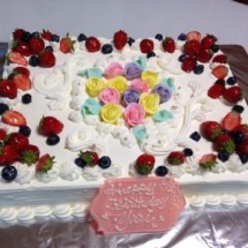 3色ローズ飾りのスクエアケーキ 20x28cm