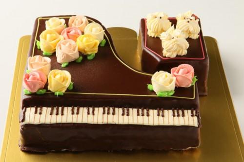 グランドピアノ立体ケーキ 8号 24cm