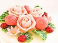 幸せのシンボルとお花の生クリームデコ 5号 15cm