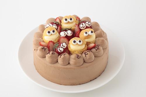 シュークリームとイチゴでにぎやかにお祝い! チョコ生クリームデコレーション 4号 12cm