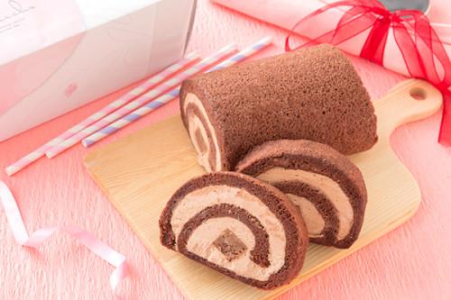 なめらか生チョコバーが丸ごと! 生チョコロール 17.5㎝