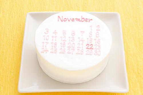 赤ちゃん肌みたいなつるつるまっしろ韓国ケーキ! カレンダーでお祝いセヨ! 6号 18cm