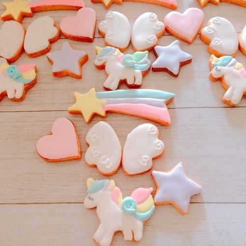 パステルカラーのユニコーンアイシングクッキー