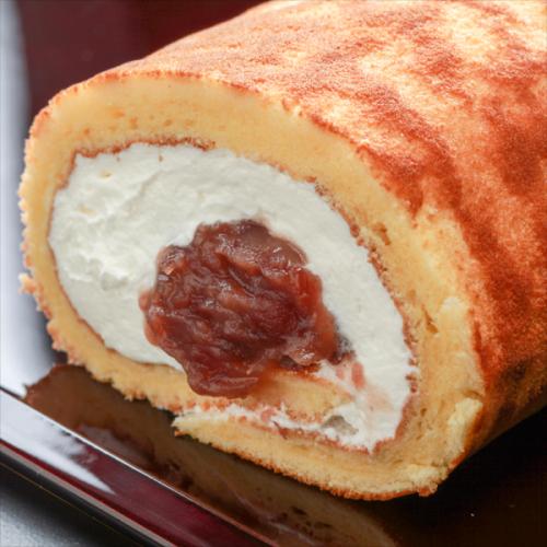 【和風ロールケーキ】とらろぉる小倉 ハーフサイズ【蜂蜜入りふわふわどら焼き生地と優しいあずき】