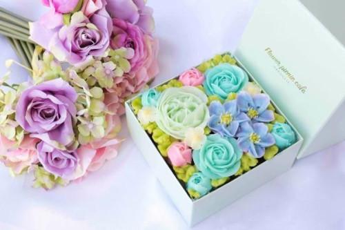 『食べられるお花のケーキ』【Radiant Blue】Premiumボックスフラワーケーキ