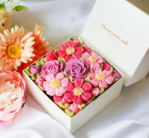 「食べられるお花のケーキ」