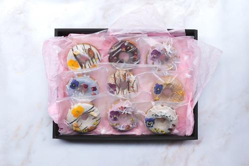 【手土産や内祝いにも】お花の焼きドーナツ9個入りBOX