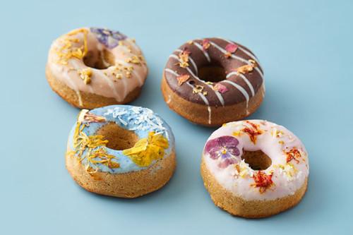 【おうちカフェに!プレゼントに!!】お花の焼きドーナツ 4個入りBOX【食べられるお花を使ったヘルシーな焼きドーナツ】