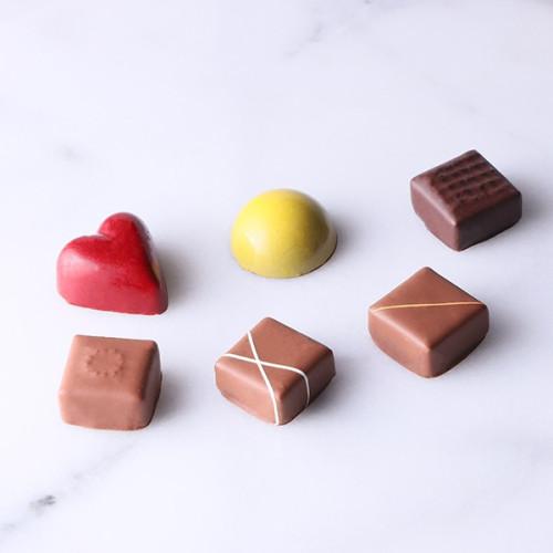 ~ヒルトンお台場が贈る華やかなチョコレート~チョコレートプラリネBOX6個入り