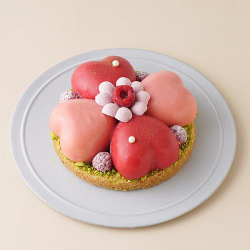 ハート型のムースケーキ「クール ド フルール」 ホワイトデー2021