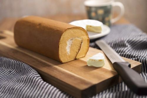 【あいすの家】北海道濃厚チーズが味わえるカマンベールチーズロールケーキ(メッセージカード対応)