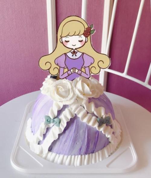 ドレスケーキ 5号 15cm   ケーキのデザインはシェフにお任せ!お好きな画像やお写真で自分だけのドレスケーキを!