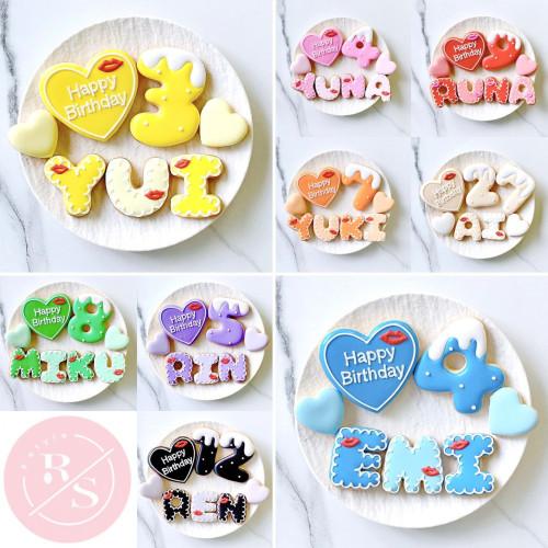 リップ♡アイシングクッキーセット(プレート+装飾ハート2つ)+でお好きなアルファベットや数字をお選びください。オリジナルメッセージ可。全8色。誕生日や記念日,推しのお祝いなどにオススメ♡【アルファベット・数字:1枚】