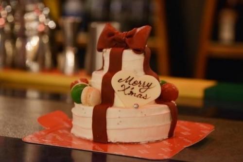 豪華3段ケーキ プレゼントケーキ(マカロン付き) 4号【クリスマス2021】
