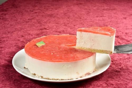 卵・乳製品・小麦粉除去 デコレーションセット付き いちごの豆乳レアチーズケーキ 5号 15cm